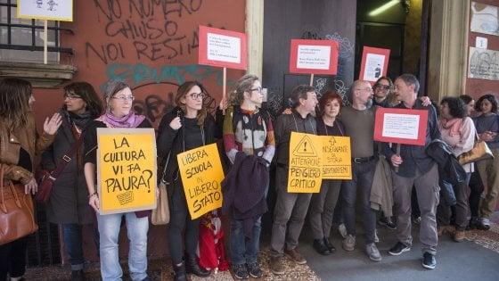 Il Teacher Pride a Bologna: Costituzione in classe, sit in davanti al Provveditorato