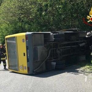 Scuolabus si ribalta a Piacenza, studenti illesi