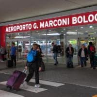 Atterrano e scappano sulla pista: chiuso per due ore l'aeroporto di Bologna