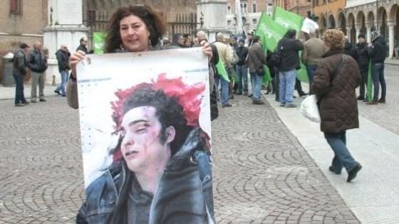 """Ballottaggio a Ferrara, la mamma di Federico Aldrovandi: """"Chi applaude gli omicidi è al potere"""""""