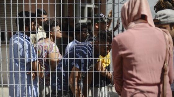 """Migranti, il prefetto: """"l'Hub riaprirà dopo l'estate"""""""