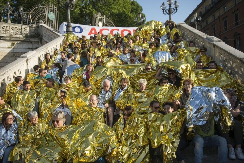 """""""Io accolgo"""", flash mob alla Montagnola"""