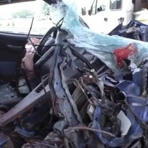 Incidente in auto, muore un bimbo di 7 anni