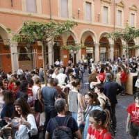 Portici di Bologna candidati Unesco, i graffiti costano più cari