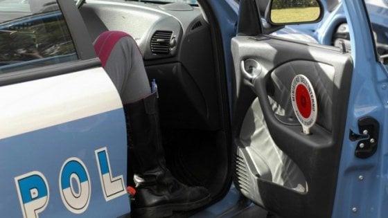 Rimini, ha sparato a un automobilista che non si era fermato: indagato il poliziotto