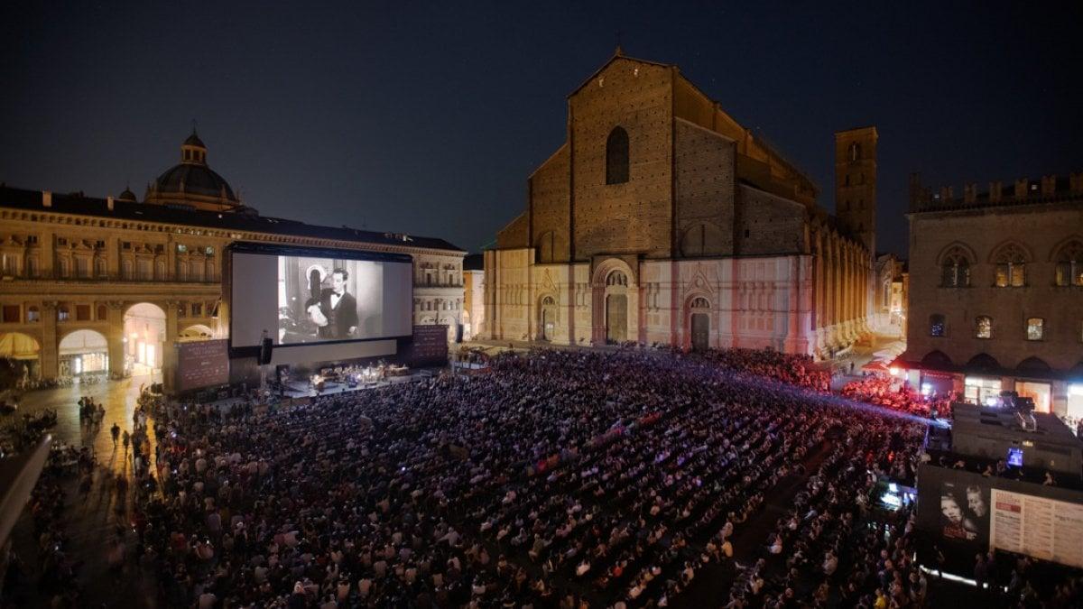 Il Cinema Ritrovato a Bologna scoppia: piazza Maggiore non basta