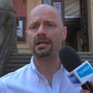 Bibbiano, caso affidi illeciti: il sindaco si autosospende dal Pd