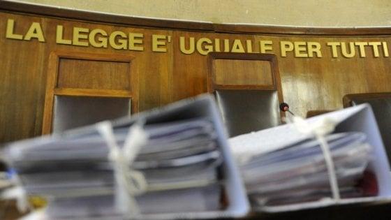 Si approfitta di una donna anziana ottenendo donazioni ed eredità: avvocatessa sospesa a Bologna