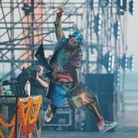 """""""Sbam!!!"""": Jovanotti ringrazia i 40mila fan di Rimini. Le immagini del concerto"""