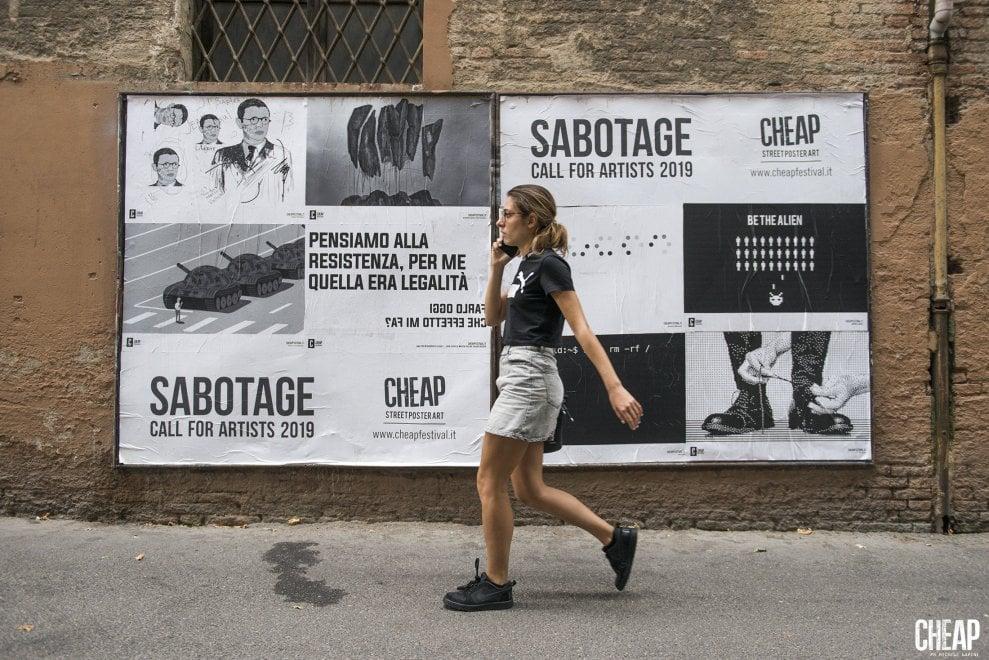 Sabotate con grazia: la nuova campagna del collettivo Cheap a Bologna. Nei poster anche Salvini e Di Maio