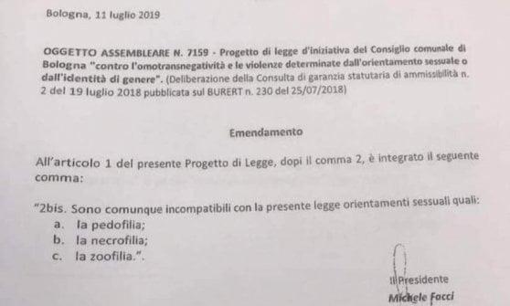Bologna, emendamento shock di FdI alla legge contro l'omofobia: accosta i gay ai pedofili