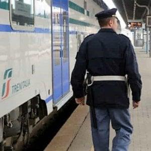 Arrestato spacciatore in stazione a Bologna: aveva un etto di eroina nello stomaco
