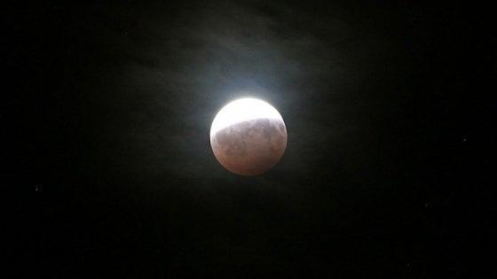 Bologna, alzate gli occhi e ammirate la luna con gli astronomi