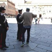 Bologna, mercato nero dei Bancomat: preso 37enne che ne aveva sei