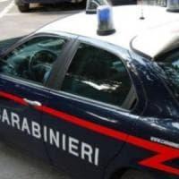 Spacciavano davanti alle scuole in Emilia: presa baby gang