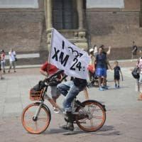 Bologna, nuova protesta di Xm24 in consiglio comunale