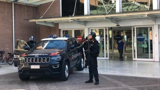 Allarme bomba al centro commerciale, ma è uno scherzo: due ragazzini denunciati a Bologna