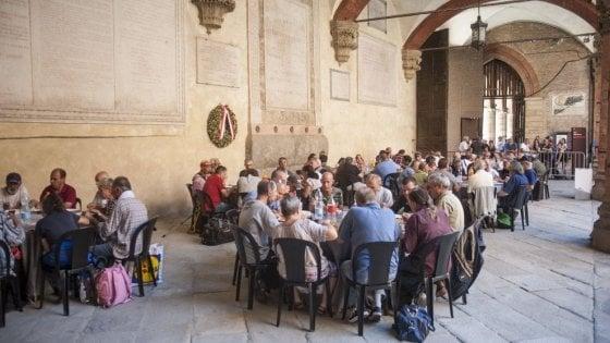 Bologna, a Ferragosto pranzo di solidarietà per 200 bisognosi