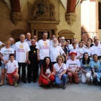 Bologna, in duecento al pranzo di Ferragosto in Comune