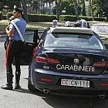 Fa pipì davanti alla caserma  e i carabinieri lo multano  per 3.300 euro