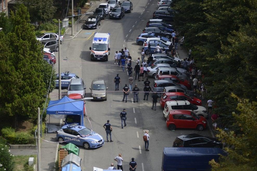 Omicidio in strada a Bologna, 28enne accoltellato sotto casa
