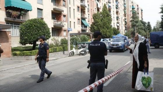 Bologna, 28enne accoltellato muore in strada