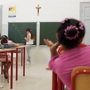 Ferrara, il sindaco leghista compra 385 crocifissi per le scuole