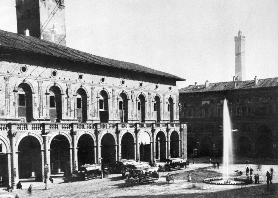 Bologna fra carrozze, tram a cavalli e autobus: cent'anni di trasporto cittadino