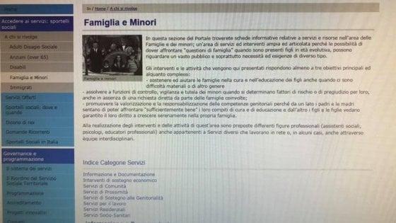"""Gli Addams come immagine della pagina """"Famiglia e minori"""" del Comune di Bologna. La Lega protesta"""