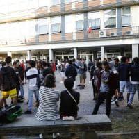 Primo giorno di scuola, il sindaco di Bologna saluta gli studenti delle Aldini Valeriani