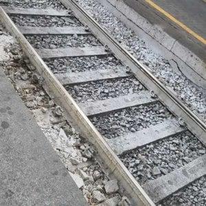 Lite coi genitori perché rientrava tardi, 13enne si toglie la vita lanciandosi sotto un treno