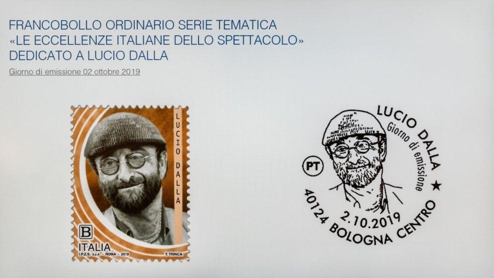 Bologna, un francobollo omaggia la musica di Dalla, Gaber e Pino Daniele