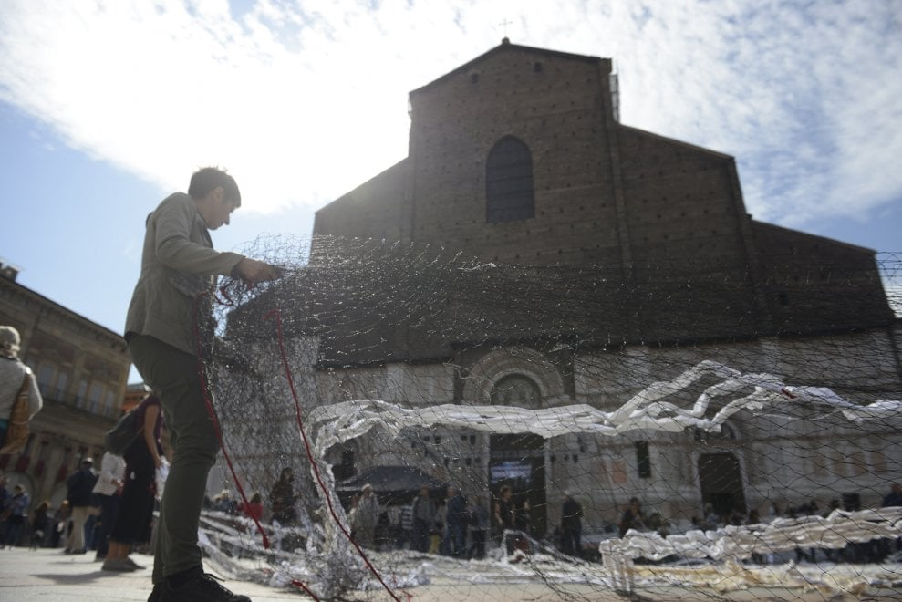 Reti in piazza a Bologna: contro i porti chiusi, Portici aperti