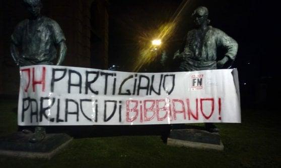 Bologna, striscioni dell'estrema destra contro i partigiani su Bibbiano
