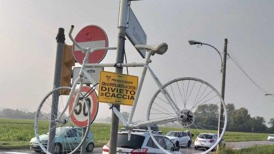 Bologna: una bici bianca per Asif, falciato lungo la strada