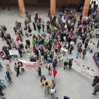 Bologna, sit-in dei residenti contro il rumore degli aerei sul Navile