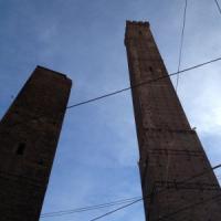 Bologna, manutenzione sull'Asinelli con l'edilizia acrobatica