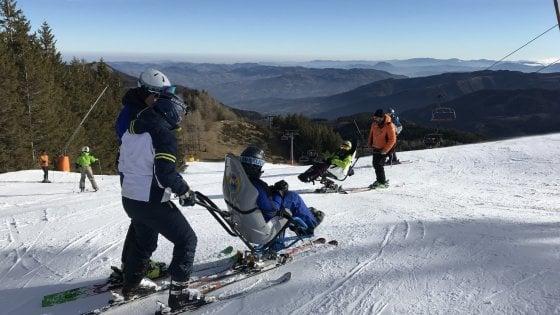 Condividere la passione per lo sci: al Cimone riparte il corso per accompagnatori di disabili