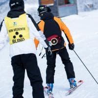 Lo sci per disabili: come divertirsi in sicurezza grazie agli accompagnatori