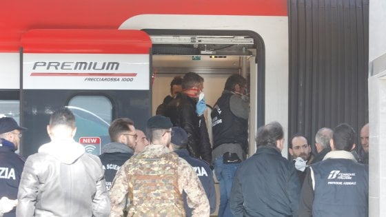 Donna accoltellata su un Frecciarossa: aggressore bloccato nella stazione di Bologna. Ferito un passeggero