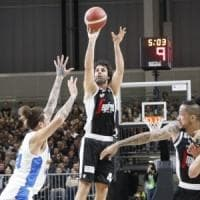 La Virtus vola, Treviso si arrende nella nuova arena