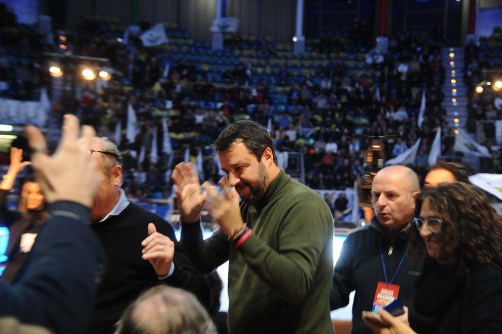 """Salvini al PalaDozza: """"Bologna è aperta a tutti"""", e attacca i centri sociali"""