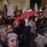 """Il flash mob delle sardine arriva a Modena. Salvini denuncia: """"La promotrice invocava il..."""