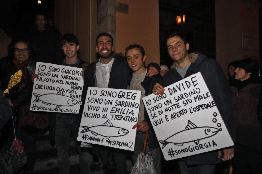 Settemila sardine in piazza a Modena