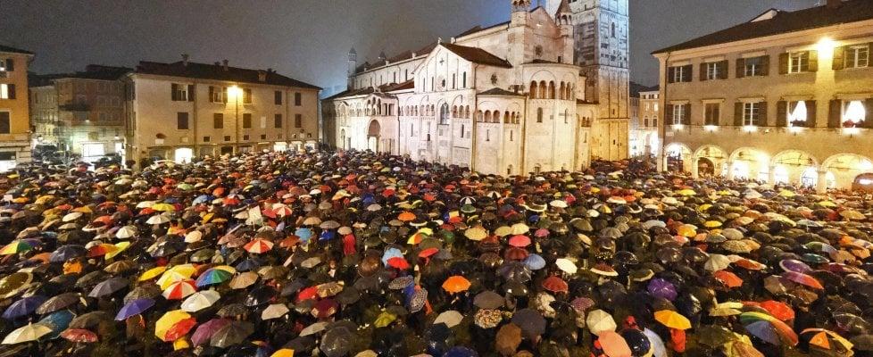 "Modena, piazza Grande si riempie di ""sardine"""