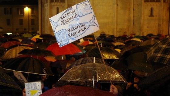 """Le """"sardine"""" contro Matteo Salvini si moltiplicano in Emilia e in tutta Italia, da Torino a Sorrento"""