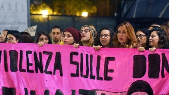 """Forlì, la giunta di centrodestra blocca i fondi per lotta a discriminazioni di genere: """"Il nostro modello è la famiglia tradizionale"""""""