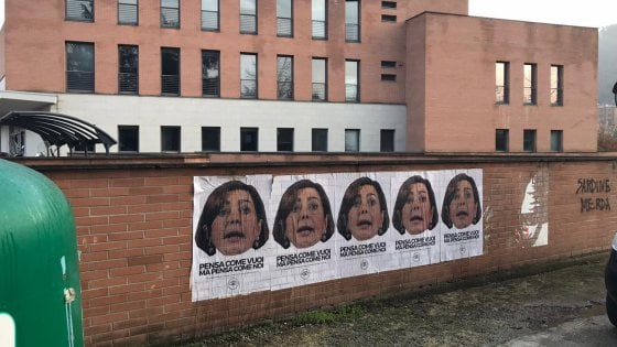 Manifesti razzisti contro la Boldrini. E i neonazisti minacciano Fiano