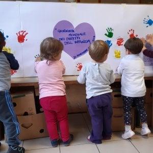 Piacenza, tre maestre arrestate per maltrattamenti sui bambini: fra di loro una suora
