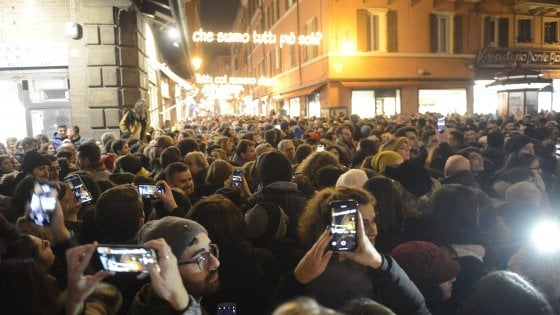 """Cremonini accende le luci: """"Bologna è una città Robin"""""""